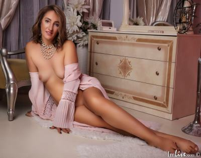 AnnaAdelyn, 46 – Live Adult cam-girls and Sex Chat on Livex-cams